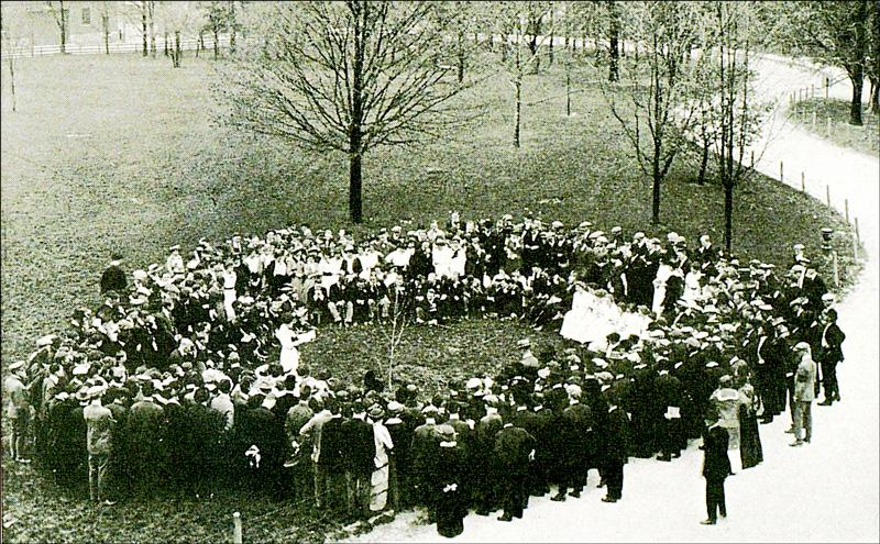 Arbor Day celebration on Main Building lawn at University of Kentucky (1915)